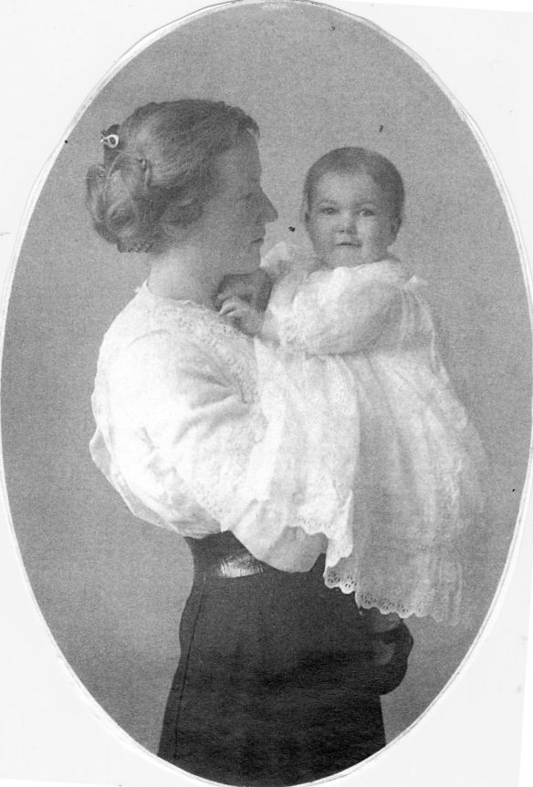 Marguerite Wilcox Bronson with baby, Beth